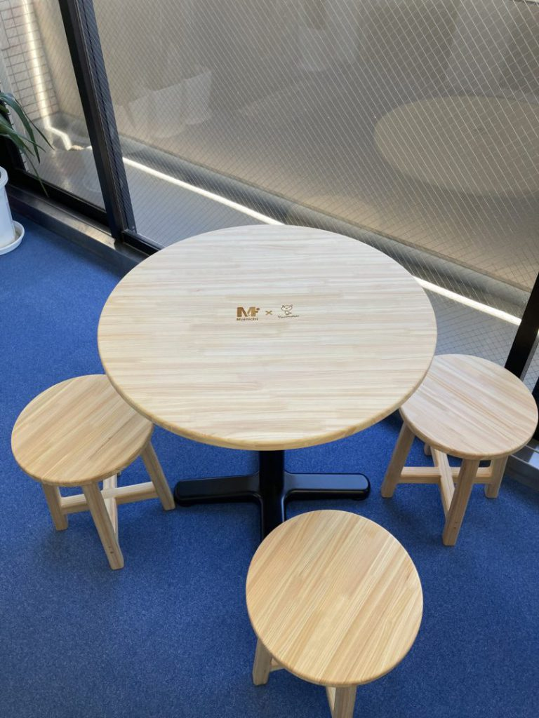 埼玉県産間伐材を使用したテーブル